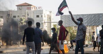 """Sudan'ın """"Kırılgan"""" Siyasi Geleceği: Ekonomi Politik ve Toplumsal Etkileşimler"""
