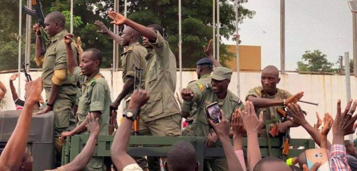 Mali'de askeri darbelerin ortak noktası: Salı günü